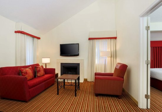 Smyrna, GA: Penthouse Suite - Living Room