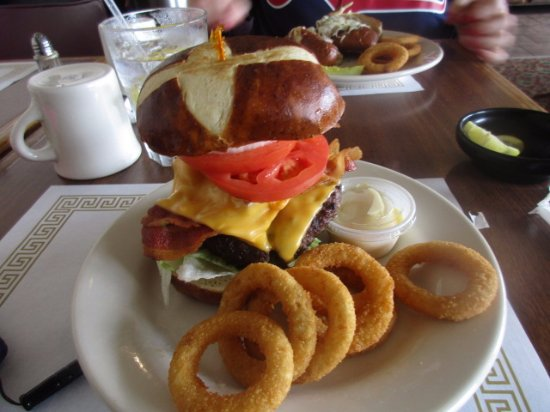 Fairmont, WV: The best Hamburger EVER!!!
