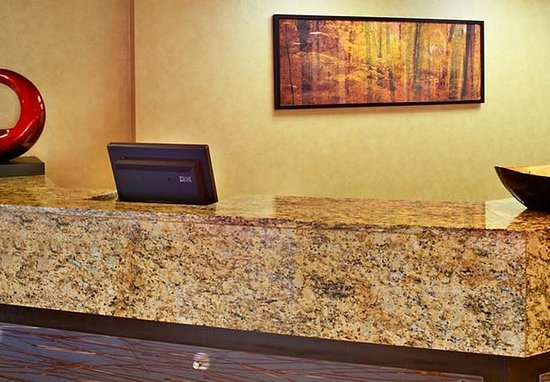 Chesterfield, MO: Front Desk