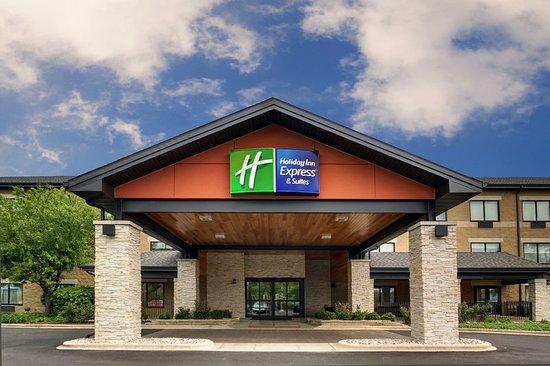 Aurora, IL: Hotel Entrance