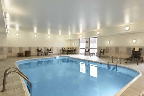Poland, OH: Hampton Inn Youngstown pool