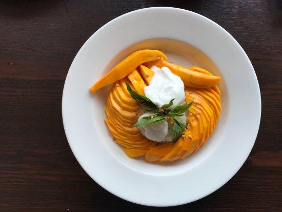 Thai Chaiyo: Mango With Sweet Sticky Rice