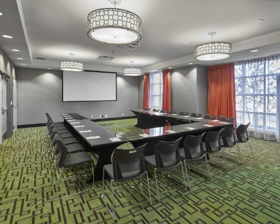 Hampton Inn by Hilton Calgary Airport North: Meeting Room, U-Shape Setup