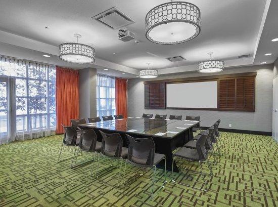 Hampton Inn by Hilton Calgary Airport North: Meeting Room, Square Setup with Paper