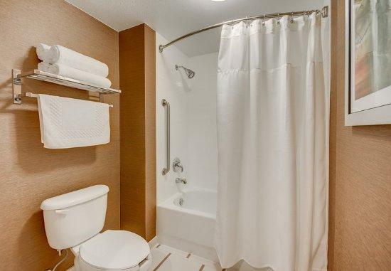 Tewksbury, MA: Guest Bathroom