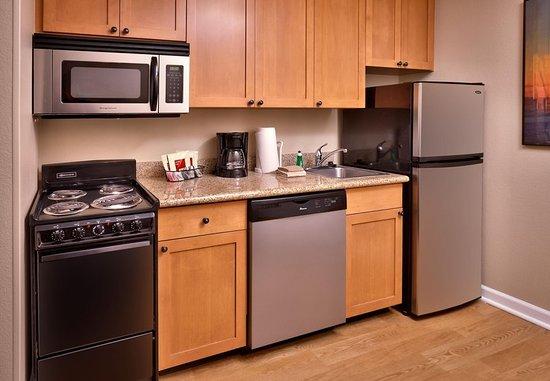 Sierra Vista, AZ: Suite Kitchen