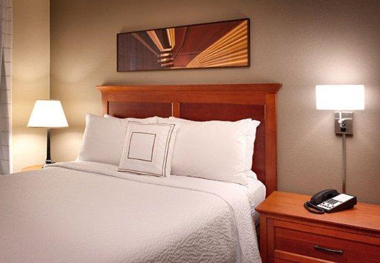 Sierra Vista, AZ: Two-Bedroom Suite - Queen Bedroom