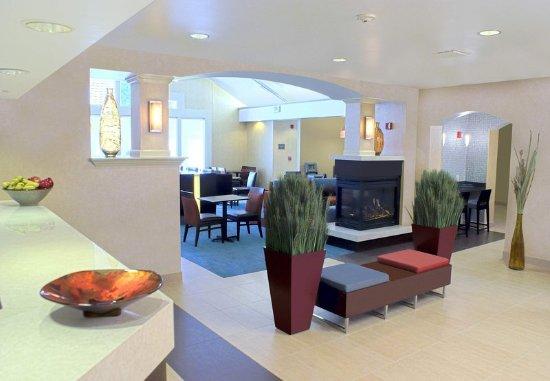 Milpitas, Καλιφόρνια: Lobby Fireplace