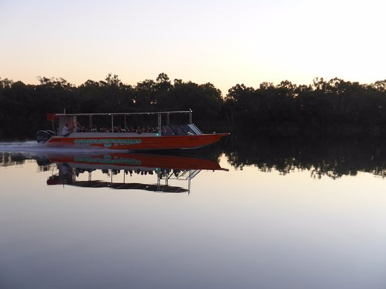 Kununurra, Αυστραλία: Travelling to Ord River as the sun sets