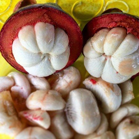 Kilauea, HI: Amazing fresh local fruits and chocolate