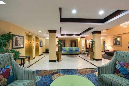 East Brunswick, NJ: Hotel Lobby