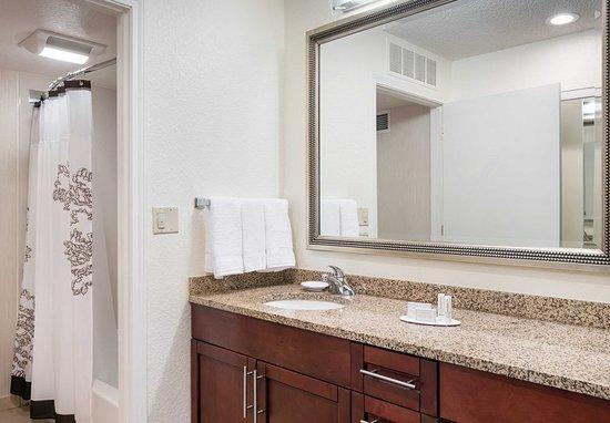 Pleasant Hill, Californië: Guest Bathroom