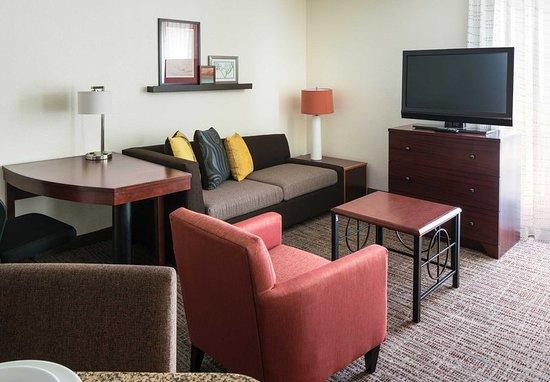 Pleasant Hill, Californië: One-Bedroom Suite Living Room