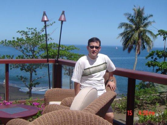 Arue, Franska Polynesien: Vista do Quarto do Hotel para a piscina e o mar