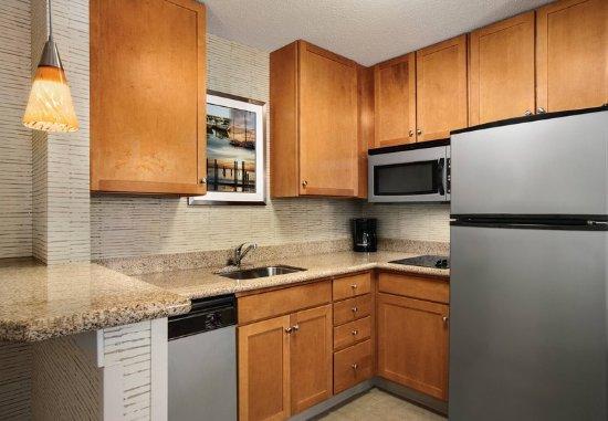 Middletown, RI: Studio Suite Kitchen