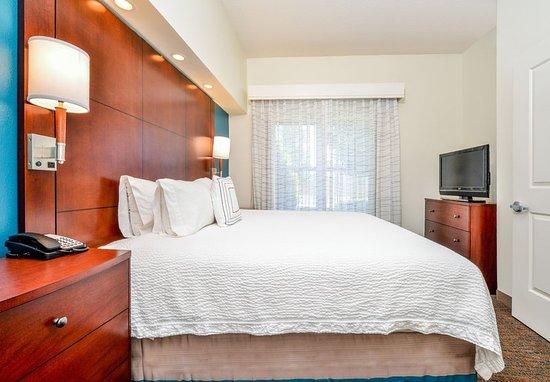 Waynesboro, VA: Two-Bedroom Suite