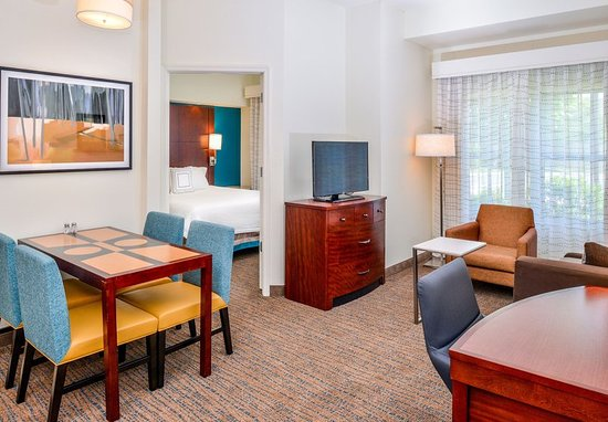 Waynesboro, VA: Two-Bedroom Suite - Dining Area