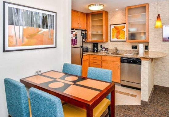 Waynesboro, VA: One-Bedroom Suite - Dining Area