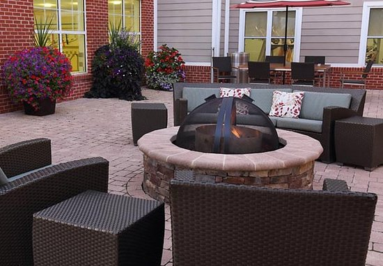 Waynesboro, VA: Outdoor Patio & Fire Pit