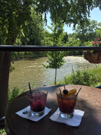Baraboo, WI: Drinks on the deck, perfect backdrop of river and circus
