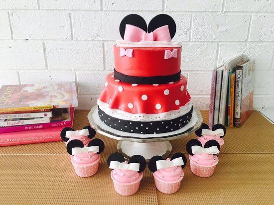 Fantastic Eds Disney Minnie Mouse Surprise Birthday Cake For His Wife In Personalised Birthday Cards Paralily Jamesorg