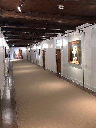 Le Monastere des Augustines: hallway