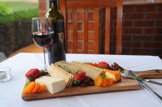 Wild Cattle Creek Estate: artisan cheese and wine