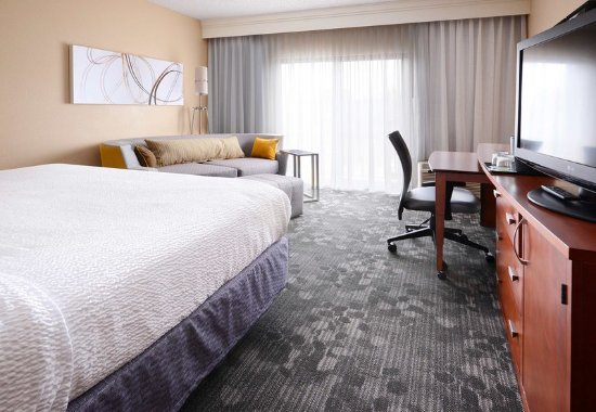 Richardson, TX: King Guest Room with Sofabed