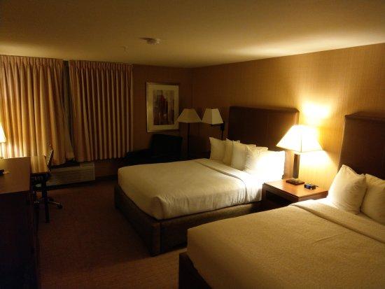 Silver Cloud Inn Bellevue: IMAG0205_large.jpg