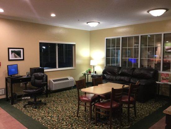 Uniontown, PA: Main Lobby.