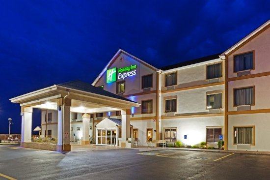 Dandridge, TN: Hotel Exterior
