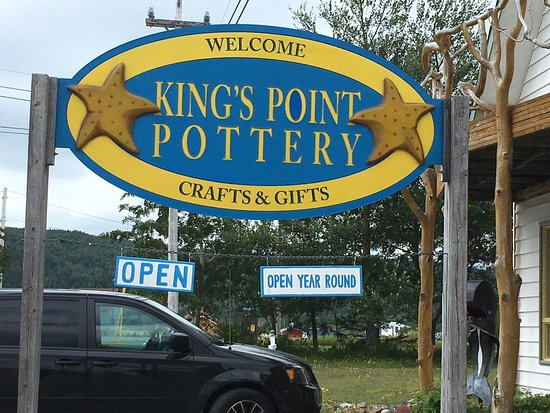 King's Point Pottery: Sign outside the store