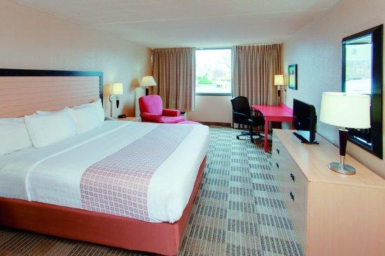 Fairfield, NJ: Guest Room