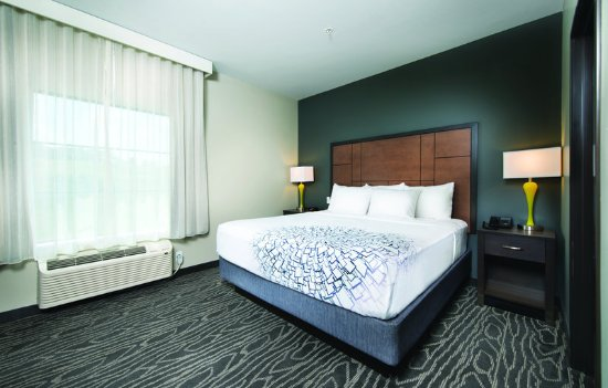 Hollister, MO: Suite