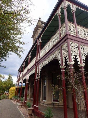 New Norfolk, Avustralya: 正面斜めからの建物