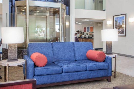 ดาวเนอร์สโกรฟ, อิลลินอยส์: lobby