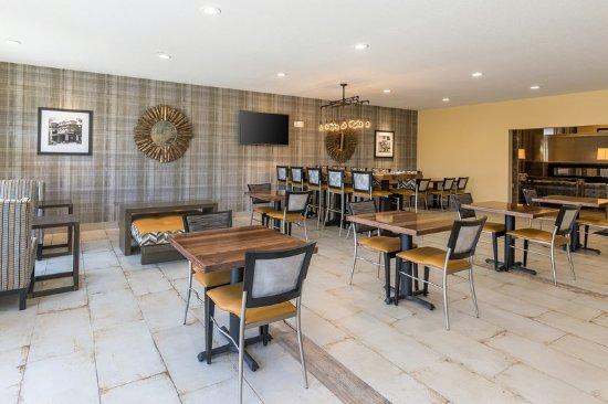 Comfort Suites Burlington: Breakfast