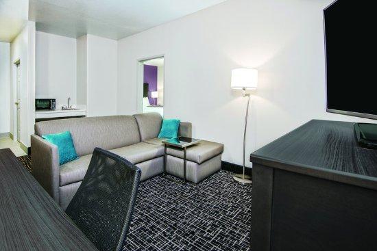 Portland, Teksas: Suite
