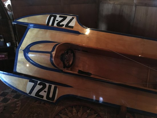 Boat Club Lounge & Restaurant: Vintage Speed Boat on display in Lounge area
