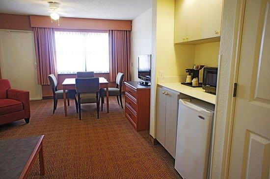 Coral Springs, FL: Suite