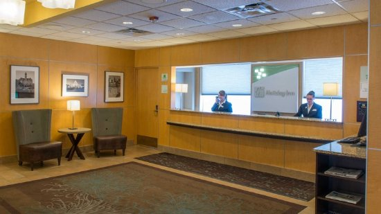 Holiday Inn St Paul Downtown: Our knowledgeable Front Desk staff is available 24 hours.