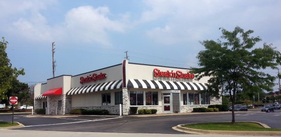 Rolling Meadows, IL: front of & entrance to Steak 'n Shake