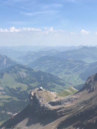 Les Diablerets, Suiza: Glacier 3000 (and probably Gstaad and Lauenen in distance)