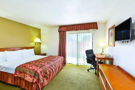Tehachapi, CA: Guest Room