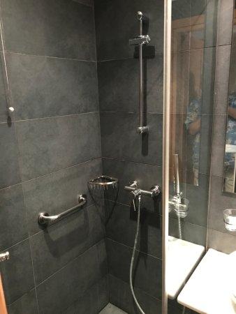 Plaka Hotel: very good shower