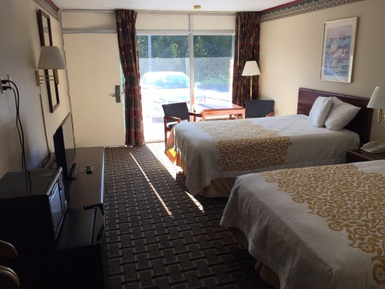 Lebanon, MO: our double room!