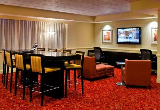 East Elmhurst, NY: Lobby Sitting Area