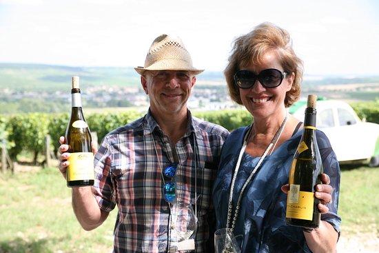 Chichee, Francia: A tasting in a Chablis vineyard.
