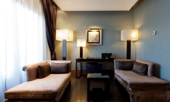 โรงแรมคาซาฟุสเตอร์: Junior Suite Living Area
