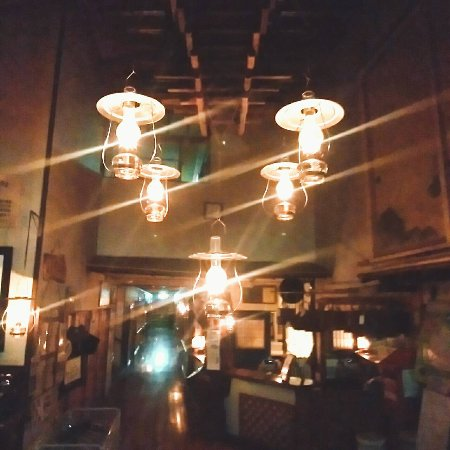 Kuroishi, Japan: 入ってすぐ、ランプの光がお出迎え。